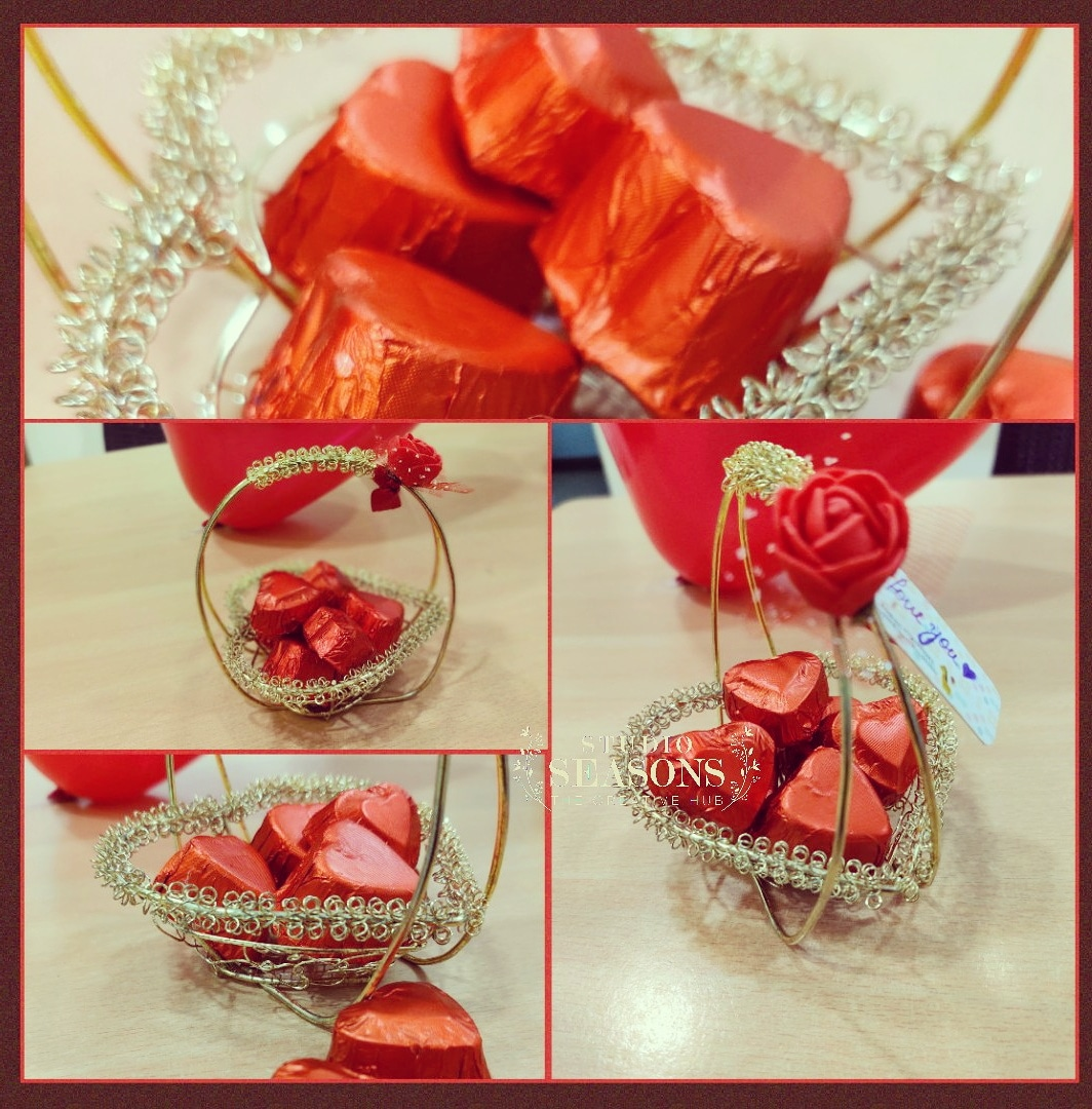 Celebrate this valentine with your loved ones with seasons with our customized chocolate hamper